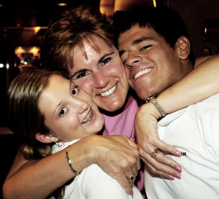2004-10-10 - Ellen, Mom & Mitchell