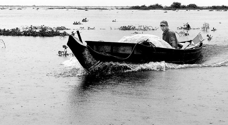 2009-10-09 - 021 - Siem Reap - Boat Man