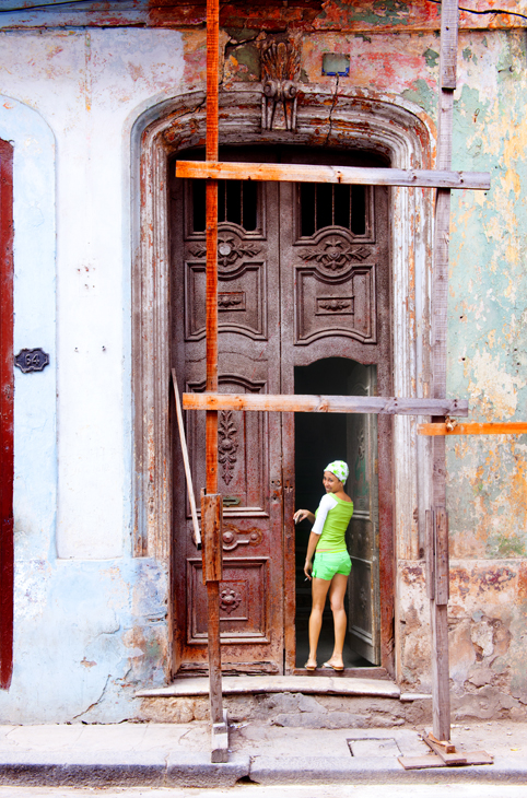 2011-12-01 - Havana Day - Girl in Doorway