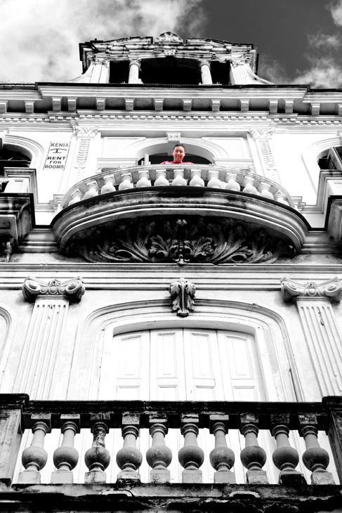 2011-12-01 - Havana Day - Young Man Looking Over Balcony