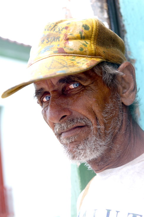 2011-12-02 - Havana Daytime - Regla Bar - Man at Door