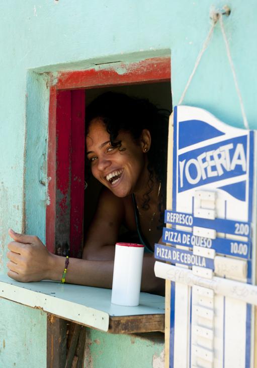 2011-12-06 - Walking Havana Central - Street Merchant in the Wall