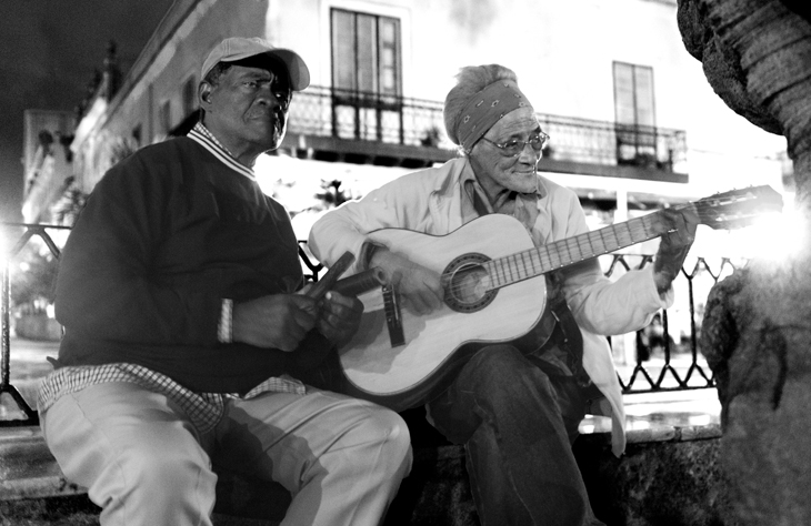 2011-12-13 - Music - Couple Singing in Park
